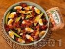 Рецепта Салата с кейл, варени яйца и запържен бекон